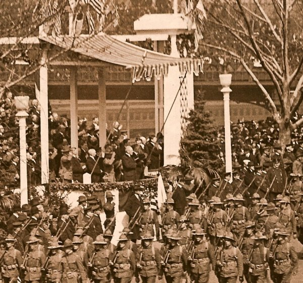 314th Infantry Regiment on Parada - Close-up President Wilson